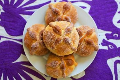 Das traditionelle Pan de Muertos wird zum Festtag verspeist.