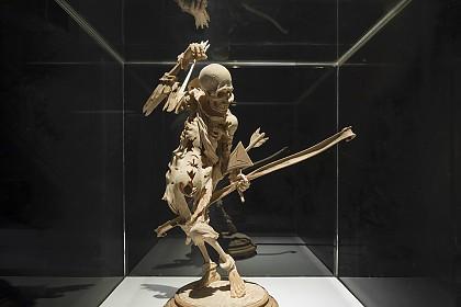 Transi-Statuette aus Holz, um 1520, Österreich
