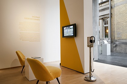 Blick in die Ausstellung: Digitale Gedenkformen